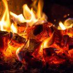 Węgiel w piecu. Fot. Fotolia