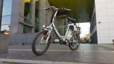 Rower hybrydowy, napędzany wodorem, zbudowany przez studentów AGH.