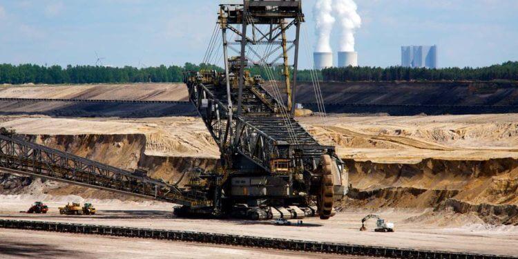 Chiny wspierają przemysł węglowy. Tyle, że poza swoimi granicami