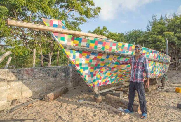 Tradycyjna łódź zrobiona z oceanicznego plastiku. Rejs Kenijczyków przeciwko zanieczyszczeniom