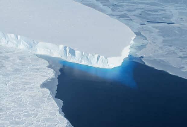 lodowiec thwaites nasa topnienie lodowców globalne ocieplenie