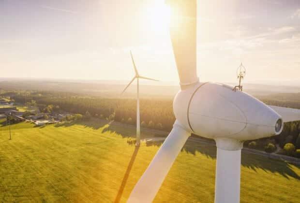 Transformacja energetyczna świata zwalnia. Polska daleko za czołówką Europy