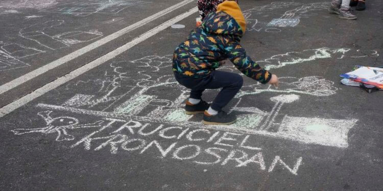 Trzy dni w Kronobylu, czyli protest Mielczan przed Kronospanem RELACJA MIELEC