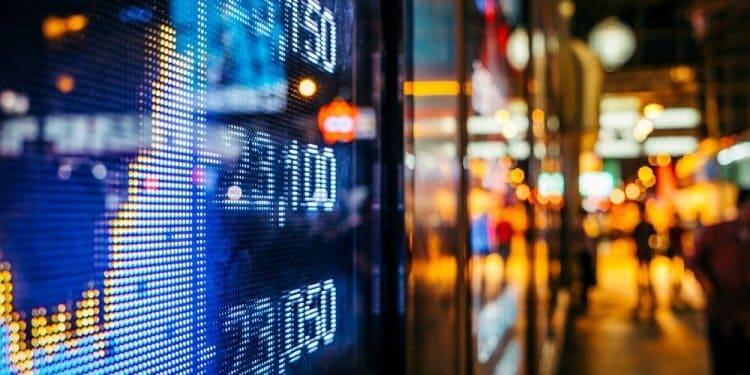 Inwestujący na giełdzie w Londynie łatwo odróżnią firmy zajmujące się OZE od spółek naftowych, węglowych i gazowych