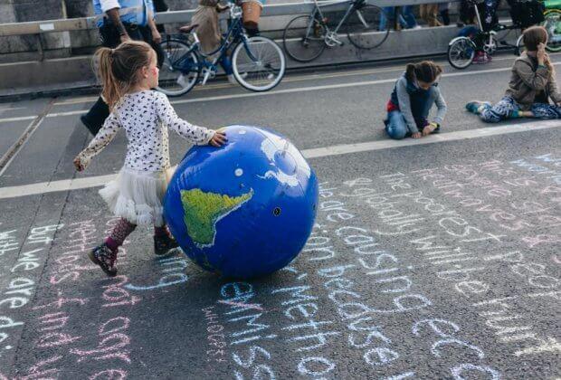 Protestujący blokują ruch w 5 miastach Wielkiej Brytanii. Każde z miast to inny problem ekologiczny wywołany przez człowieka