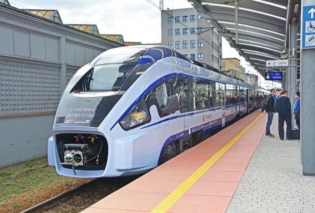 Polacy wybierają pociąg