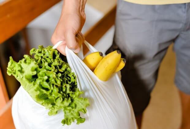 Niemiecka Minister Środowiska chce zakazać foliówek. Polityczka apowiada pracę nad przepisami Niemcy zakaz foliówek toreb plastikowych torebek plastik