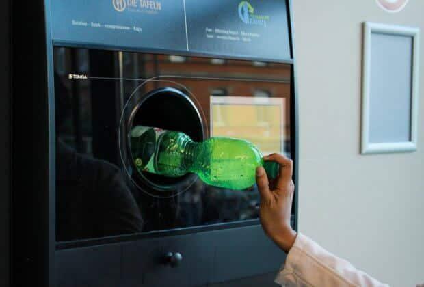 W Rzymie butelkomat nagradza biletami komunikacji miejskiej. Wystarczy 30 butelek, by podróżować za darmo