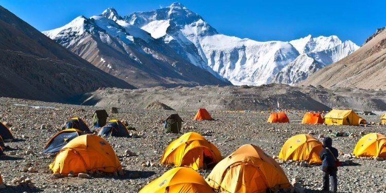 Na Mount Everest już bez plecaka pełnego śmieci. Władze zakazują zabierania z sobą jednorazówek z plastiku