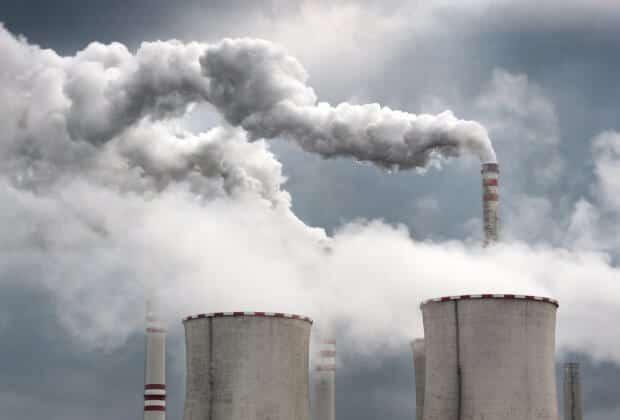 Wręczyli PGE petycję podpisaną przez 10 tys. osób. Rodzice dla Klimatu chcą zmniejszenia emisji CO2
