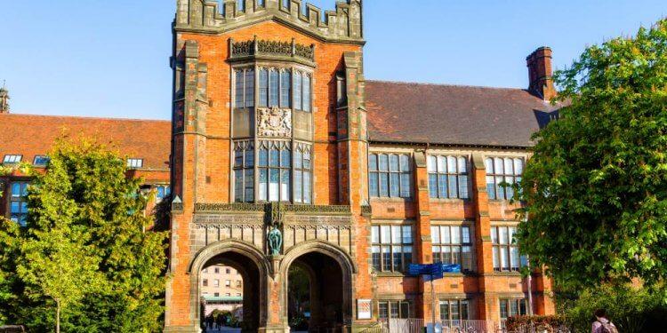 20 brytyjskich uniwersytetów będzie przez dekadę zasilanych z OZE. Podpisano kontrakt na 50 mln funtów