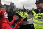Nie ustają protesty Extinction Rebellion. Setki aresztowań za obywatelskie nieposłuszeństwo