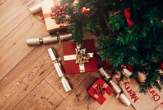 brytyjskie sieci sklepów wycofują plastikowe zabawki na święta. Ograniczą również brokat, będący mikroplastikiem
