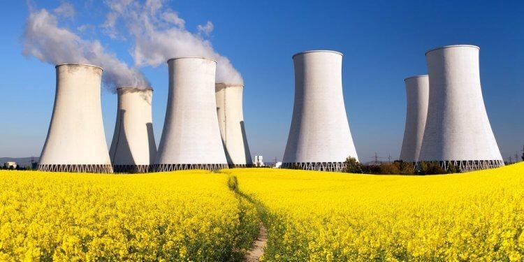 Kontrowersje wokół unijnej strategii klimatycznej Czy atom to zielona energia