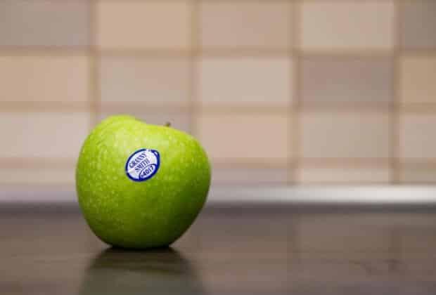 Nowa Zelandia rozszerza zakaz jednorazowego plastiku. Zakaże naklejek na jabłka