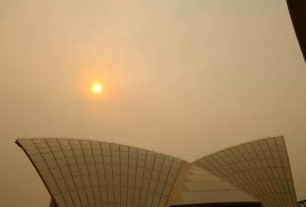 Pożary w Australii Dziesiątki tys. osób uciekają przed ogniem, który zabił 18 osób i nawet pół miliarda zwierząt