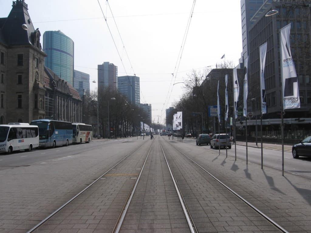 Coolsingel w 2007 roku. Źródło: Mb90 at Dutch Wikipedia.