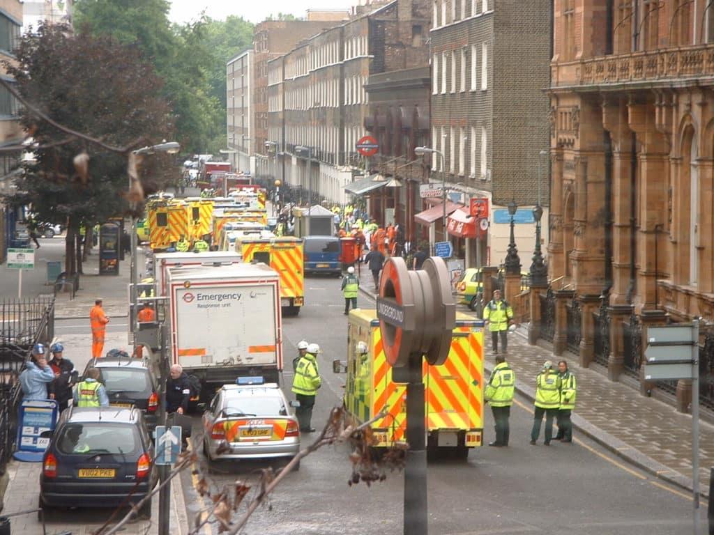 W 2005 roku terroryści zaatakowali Londyn. W atakach zginęło 56 osób. W tym czterech napastników. Fot. Francis Tyers/Wikimedia. Czego najbardziej boją się ludzie?