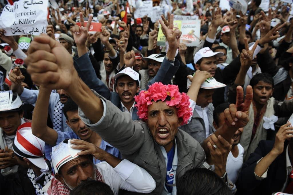 Czego ludzie boją się najbardziej? Zwykle tego, o czym informują media. W 2011 roku na czołówkach gazet była arabska wiosna. W 2012 rozpad systemu społecznego trafił na czoło listy prezentującej największe zagrożenia dla ludzkości. To zdjęcie zrobiono w październiku 2011 w Jemenie. Fot. ymphotos / Shutterstock.com.