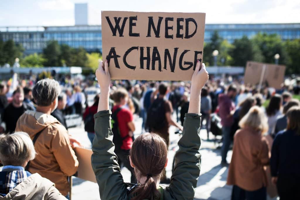 Młodzieżowy Strajk Klimatyczny. Młodzi na całym świecie domagają się zmiany! Fot. Shutterstock.