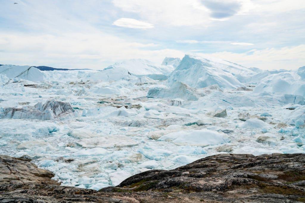 Z procesem zmian klimatu wiążę się ryzyko uruchomienia szeregu tzw. sprzężeń zwrotnych, których efekty trudno przewidzieć. Jedno z nich jest związane z topnieniem pokrywy lodowej. Fot. Shutterstock.
