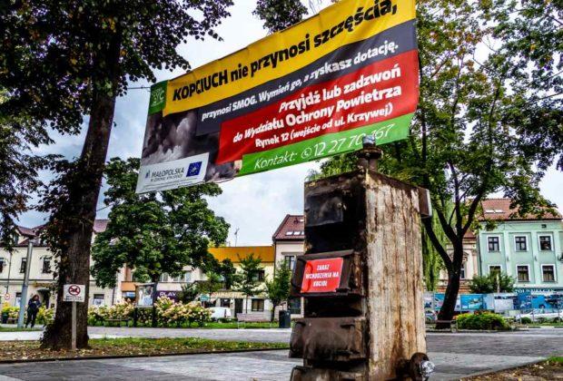 Skawina w Skawinie Pomnik kopciucha zachęca do wymiany urządzeń grzewczych wymiana kopciuchów smog zanieczyszczenie zanieczyszczania powietrza powietrze