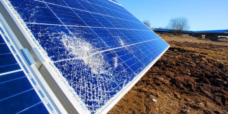 rozbity panel słoneczny