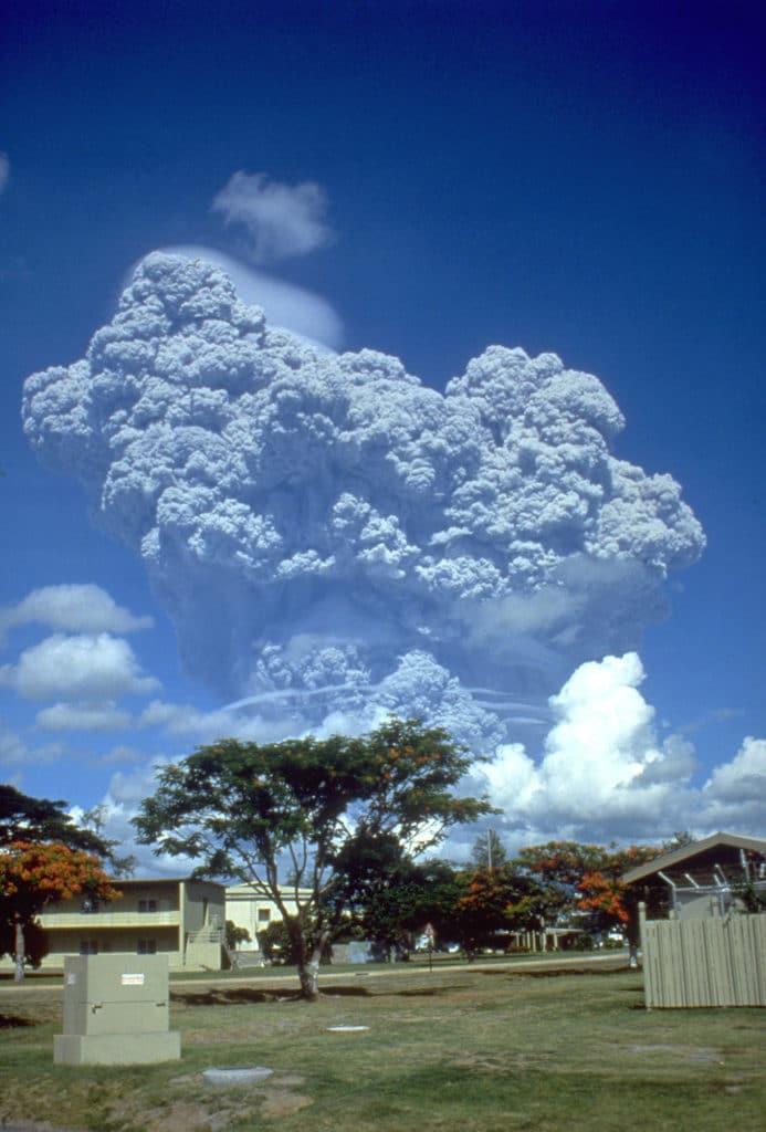 Chmura pyłu po wybuchu Pinatubo. Fot. Richard P. Hoblitt, USGS-U.S. Geological Survey/Domena publiczna. Wulkany CO2